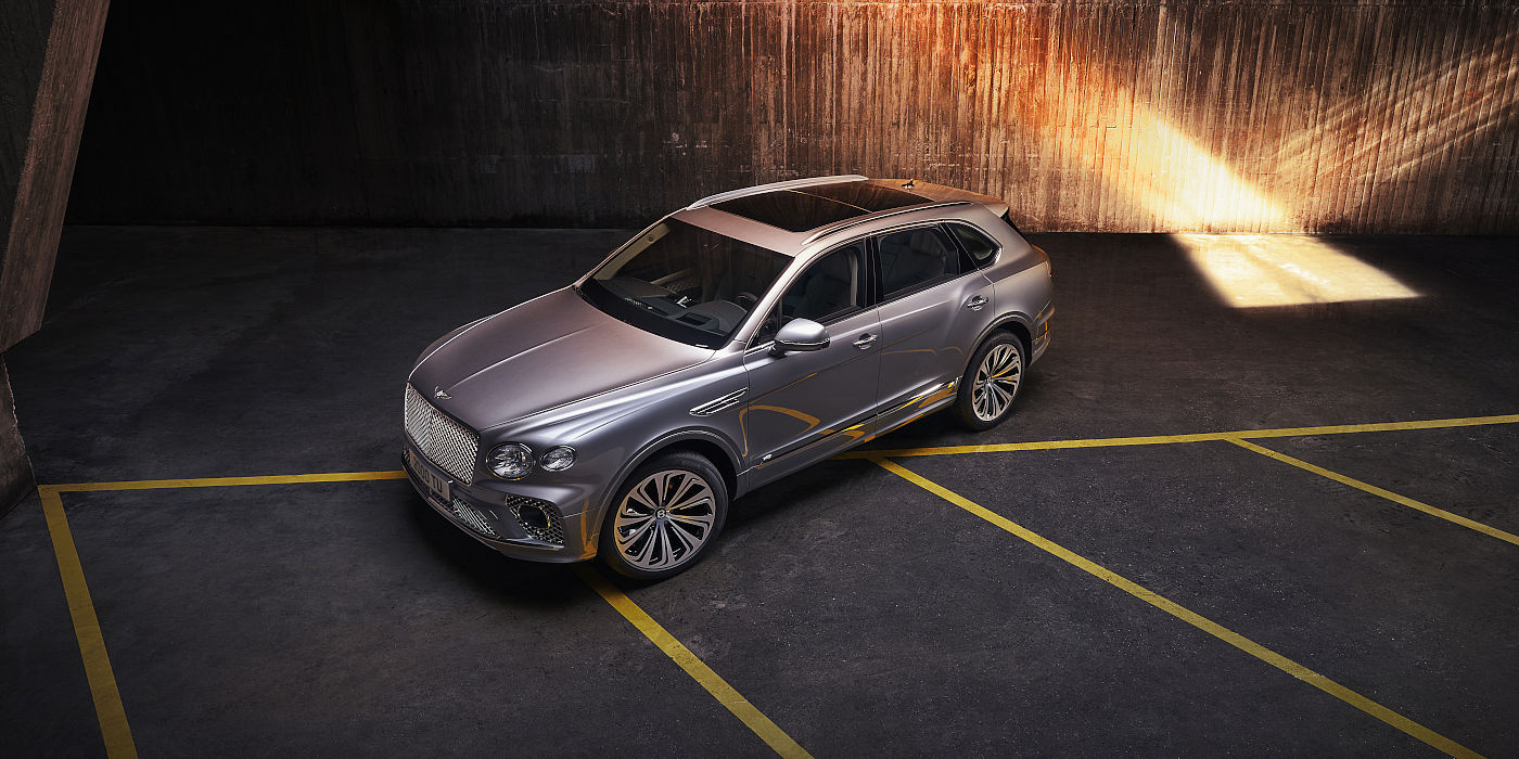 new-bentley-bentayga-v8-2020-parked-overhead-view-in-hallmark-paint